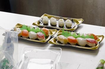 業務用寿司メーカーでつくった寿司